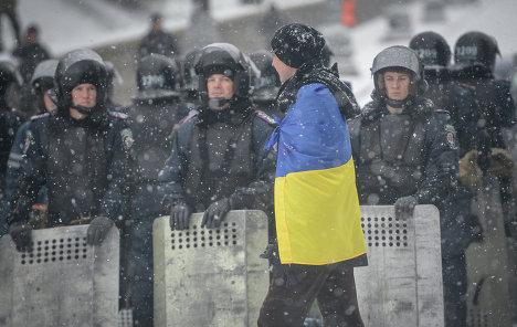 ЕС должен прекратить финансовую помощь правительству Украины и применить санкции к парламентариям, которые проголосовали за законы, устанавливающие в стране диктатуру.